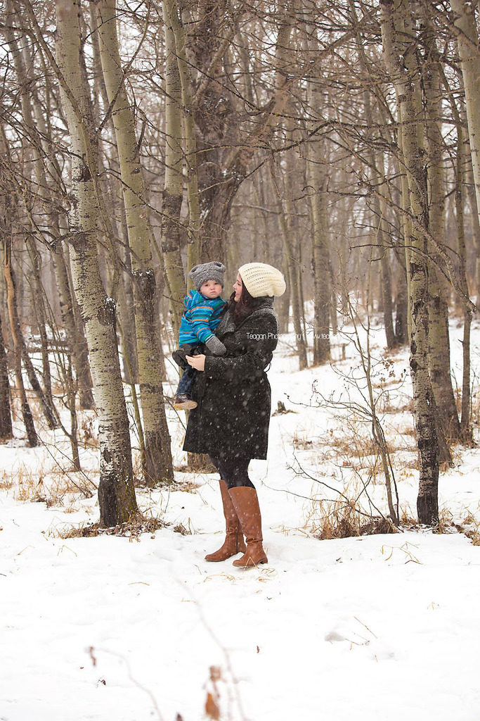 A pregnant Edmonton mother poses for winter maternity photos in Edmonton