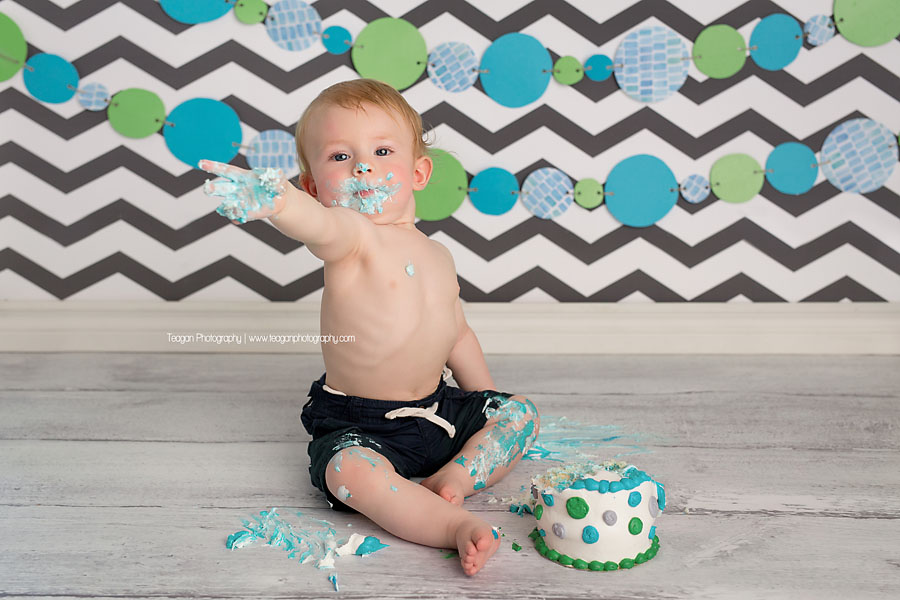 A cake smash photo shoot for a one year old Edmonton boy